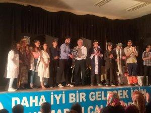 Bayırköy'de 'Bizim Hastane' adlı oyun sahnelendi