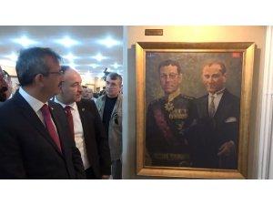 Zafer Bayramında 'kralların ressamı'na ait Atatürk kompozisyonları sergilendi