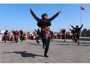 30 Ağustos Zafer Bayramı, Kuşadası'nda da coşkuyla kutlanıyor