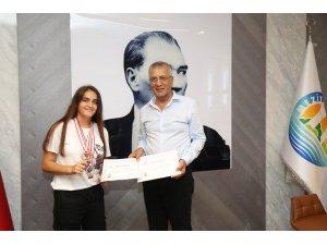 Bilek güreşi şampiyonları, Başkan Tarhan'ı ziyaret etti