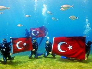30 Ağustos Zafer Bayramı'nın 97. yılını denizin dibinde kutladılar