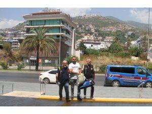 Alanya'da silahlı gasp şüphelisi yakalandı