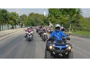 Bursa'da 700 motosikletle 30 Ağustos Zafer Bayramı korteji