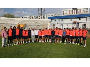 VGC'den Vanspor'lu futbolculara moral ziyareti