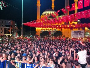 Maltepe'de binlerce kişilik fener alayı
