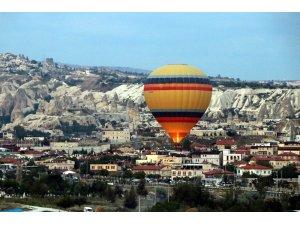 Kapadokya'da balonlar kartpostallık görüntüler oluşturdu