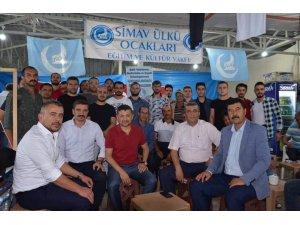 Erbaş, Ülkü Ocakları'nın panayır alanındaki standını ziyaret etti