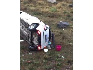 Ardahan'da otomobil şarampole yuvarlandı: 2 yaralı