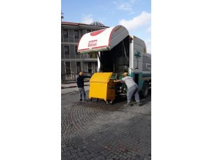 Söğüt'te çöp konteynırları yıkanarak temizleniyor