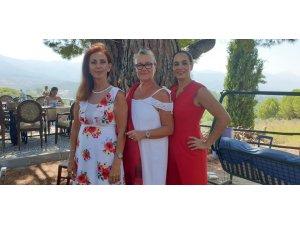 Üç Avrupa Güzeli, 34 yıl sonra Kuşadası'nda bir araya geldi, kadın hakları için açıklama yaptı