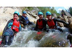 30 Ağustos zaferini Çatak kanyonunu geçerek kutladılar