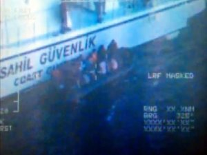 Kuşadası'nda 33 kaçak göçmen yakalandı