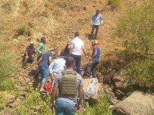 Kayalıklarda mahsur kalan şahıs, ekipler tarafından kurtarıldı