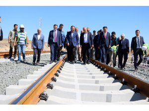 """Bakan Turhan: """"Ankara-Sivas Yüksek Hızlı Tren hattında test sürüşleri yıl sonu başlayacak"""""""