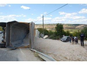 Tekirdağ'da hafriyat kamyonu devrildi: 1 yaralı