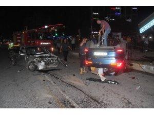 Elazığ'da iki otomobil çarpıştı, biri takla attı: 3 yaralı