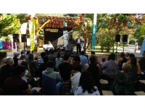 Serdar Kuzuloğlu 3. Beylikdüzü Sahaf Festivali'nde kitapseverlerle buluştu
