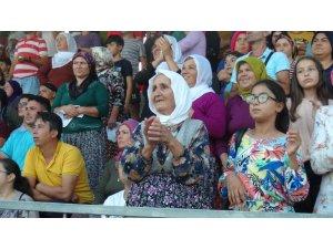 Futbol turnuvası finaline kadın taraftarlar damga vurdu