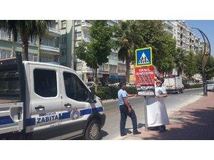 Mersin'de izinsiz asılan afiş ve pankartlara izin yok