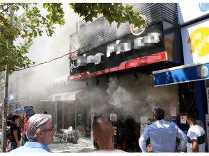 Manisa'da bir pizzacıda korkutan yangın