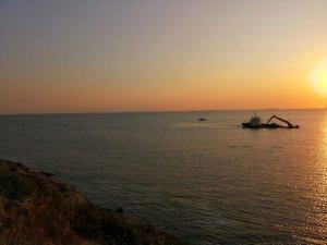 Bozcaada açıklarında gemi su almaya başladı