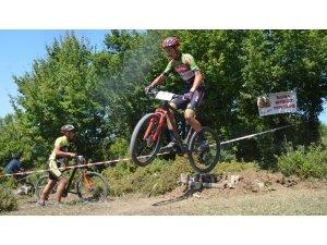 Karadede Panayırında dağ bisikleti yarışması