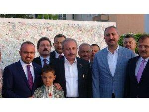 Turan ailesinin sünnet töreni, siyasetin önde gelen isimlerini bir araya getirdi