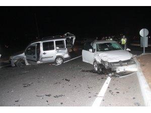 Elazığ'da hafif ticari araç ile otomobil çarpıştı: 5 yaralı
