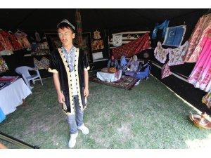 Doğu Türkistanlı gençler kültürlerini yaşatmaya çalışıyor