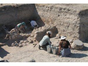 PTT Genel Müdürü 2 bin 500 yıllık postanede incelemelerde bulundu