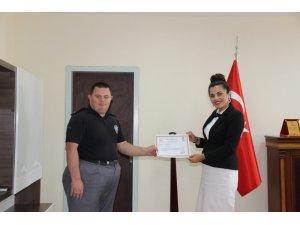 Aksaray'da ilçenin özel fahri bekçisine başarı belgesi verildi
