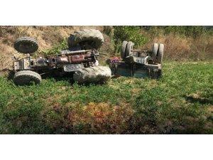 Tosya'da traktör devrildi: 1 ölü
