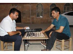 Kızıltepe'nin sokaklarında satranç oynanıyor