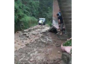 Rize'nin Madenli beldesinde şiddetli yağıştan bir mahalle tahliye edildi