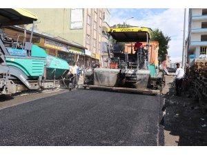 Ağrı'da asfalt çalışmaları devam ediyor