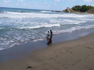Denizde akıntıya kapılan 3 kişiden 1'i kayıp