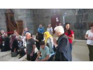 Ermeniler camide ayin yaptı
