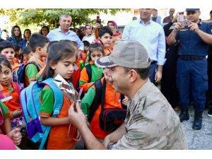 İl Jandarma Komutanı İnan, öğrencilerle bir araya geldi