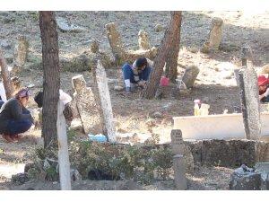 Kale-i Tavas'da 3 bin mezar taşının Osmanlı dönemine ait olduğu belirlendi