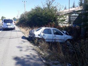 Otomobil bariyerlere çarptı; 4 yaralı
