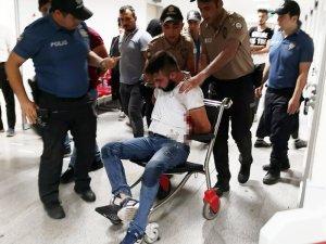 Polisi yumruklayıp kendini kesen şüpheli tutuklandı
