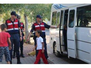 Jandarma'dan okul önlerinde 'Huzur ve Güven' uygulaması