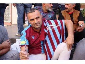 Kato'ya desteğe koşmuştu, şimdi HDP önündeki ailelerin yanında