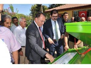 Çiftçilere 50 adet badem ve ceviz kabuğu soyma makinesi dağıtıldı