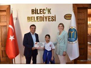 Başkan Şahin Kuşak Güreşi sporcularını ağırlayarak ödüllendirdi