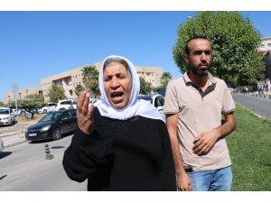 Kocası ve iki çocuğu kavgada ölen kadın oturma eylemi başlattı