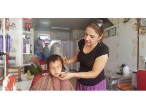 Maddi durumu zayıf öğrencilere ücretsiz saç kesimi