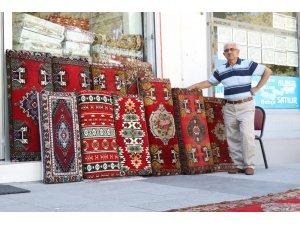 Kırşehir'de halı dokuma mesleğinin son temsilcisi zamana direniyor