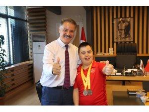 Başkan Deveci'den özel sporcuya tam destek