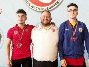 Bilecikli halterciler Milli Takıma davet edildi